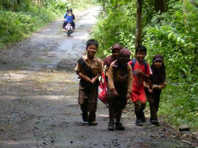 pelajar bawean berangkat sekolah
